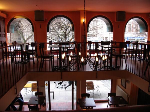 modernes caf und restaurant im zentrum in k ln mieten. Black Bedroom Furniture Sets. Home Design Ideas