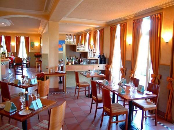 restaurant auf h chstem niveau in oberhausen rheinland mieten. Black Bedroom Furniture Sets. Home Design Ideas