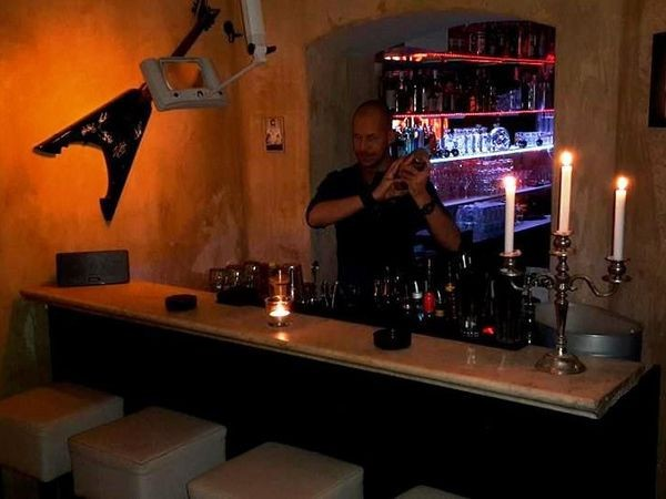 gem tliche lounge bar in berlin mitte in berlin mieten. Black Bedroom Furniture Sets. Home Design Ideas