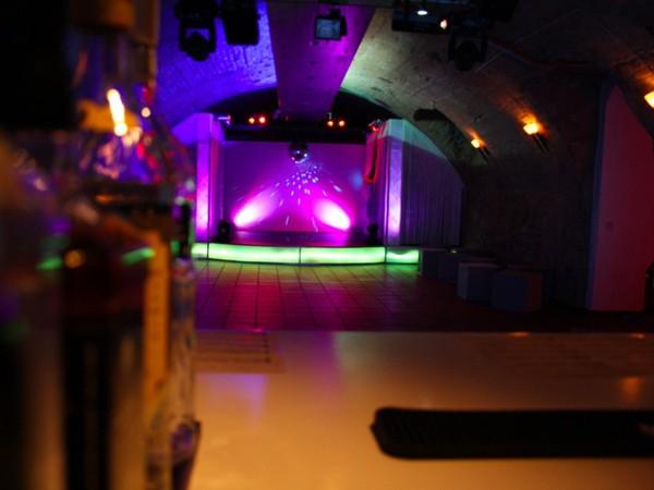 Moderne lounge im kellergewölbe in hochheim mieten rentaclub