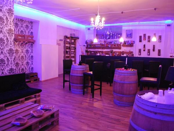 barschule im herzen von frankfurt in frankfurt mieten. Black Bedroom Furniture Sets. Home Design Ideas