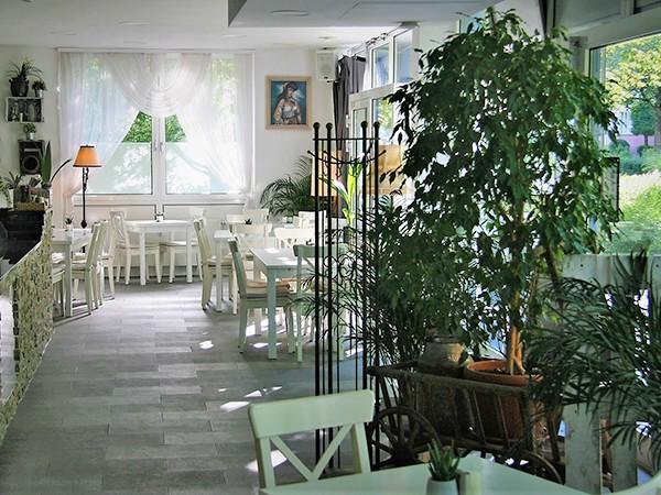 gem tliches restaurant mit offener k che in m nchen mieten. Black Bedroom Furniture Sets. Home Design Ideas