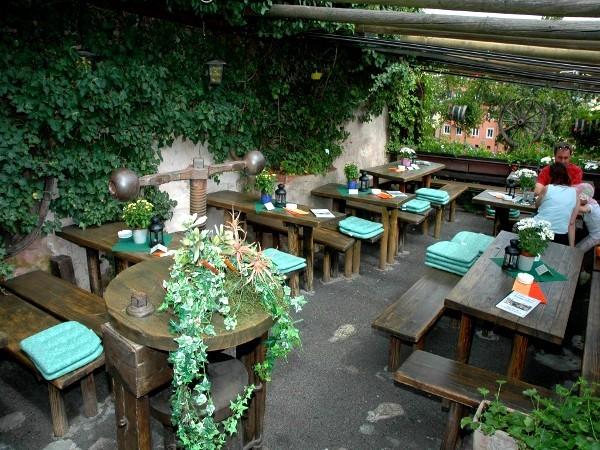 restaurant an der kaiserburg in n rnberg mieten. Black Bedroom Furniture Sets. Home Design Ideas